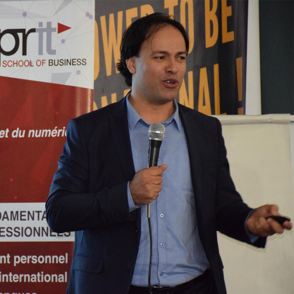 Conférence de M. Riadh Bouhouchi